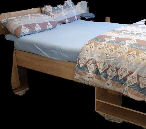Bettkasten mit Matratze