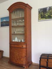 Wunderschöne alte Glasvitrine aus Nussbaum