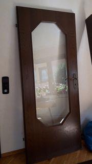 Tür mit Glaselement