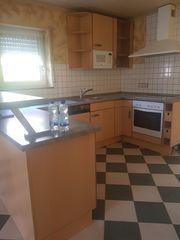 Küche in U-Form mit Spülmaschine