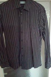 Hemd in Schwarz zu verkaufen