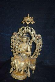 S gr Maitrea auf Thron