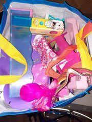 Konvolut Spielzeug Kleidung Bücher CDs