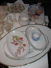Geschirr Teller Tassen usw