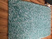 zu verschenken Teppich blau