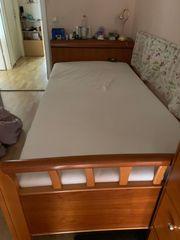 Bett und Beistellschränke