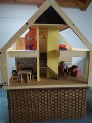 Schönes stabiles Puppenhaus