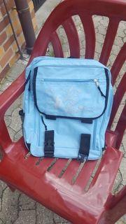 Schulrucksack hellblau