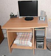 PC-Tisch mit ausziehbaren Ablagen