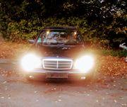 Einen voll fahrbereiten Mercedes Benz