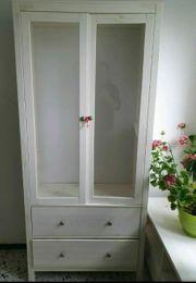 weiße Glasvitrine von Möbel Höffner