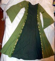 Mitteralterliches Mädchenkleid grün-gold