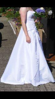 Wunderschönes Brautkleid mit Perlenbestickung