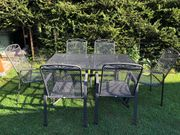 Gartentisch mit 6 Stapelstuhlen