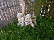 Steinfiguren auf der Bank