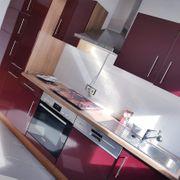 Küchenzeile mit E-Geräten