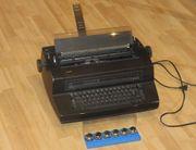 IBM Kugelkopfschreibmaschine mit sechs Kugelköpfen