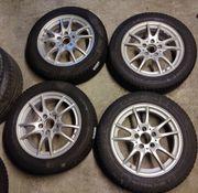 Neuwertige Mercedes-Alufelgen Michelin-Winterreifen RDKS
