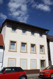 Wohnhaus mit kleiner Einliegerwohnung Büro