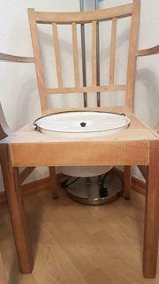 Alter Holz Toiletten Stuhl vor