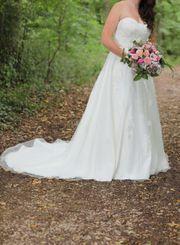 wunderschönes Brautkleid mit toller Schleppe