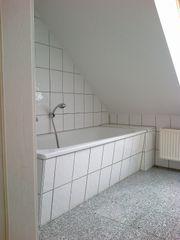 kleine san preiswerte Dachgeschoss Wohnung