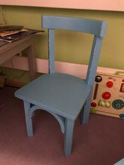 Kinder Tisch mit zwei Stühlen