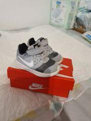 Nike Schuhe Größe 21