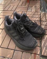 Coole schwarze Adidas Turnschuhe Sneaker