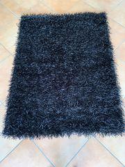 Schwarzer Shaggy-Teppich