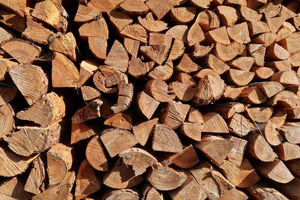 Brennholz Kaminholz Holz gespalten gesägt