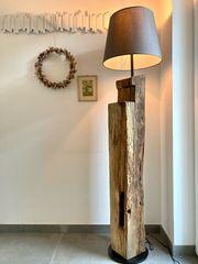 Designer Loft-Stehlampe aus Eichenbalken