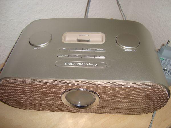 Radiowecker mit Dockingstation für iPod