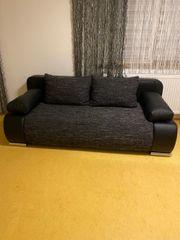 ausziehbare Couch mit Bettkasten