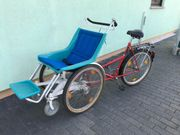 Rollstuhl und Fahrrad zugleich