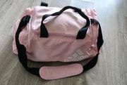 Vekaufe eine Adidas Frauensport Reisetasche