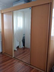 Kleiderschrank mit Spiegel sehr stabil