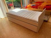 Bett mit ausziehbarem Unterteil