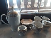 Kaffeservice mit viel Goldverzierung