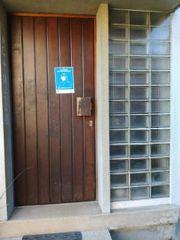 Holz Haustür und Glasbausteine Eingangstür