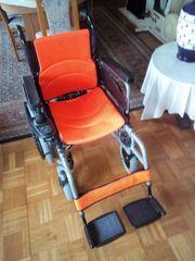 Faltbarer elektrischer Rollstuhl mit Schnellladegerät