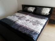 Komplettes Schlafzimmer - Bett und Schrank