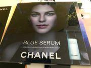 Chanel Blue Serum Bild Plexiglas