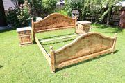 Antikes restauriertes Doppelbett