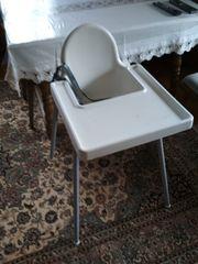 Kinderstuhl mit Sitzgurt