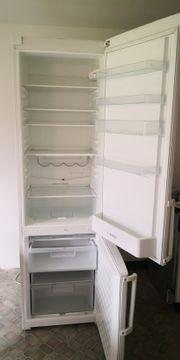 Tisch und Kühl - Gefrierschrank kostenlos