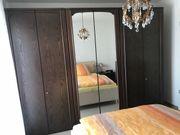 Schlafzimmerschrank mit passender Kommode und