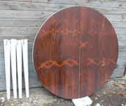 Runder Holztisch schönes rotbraunes Furnier