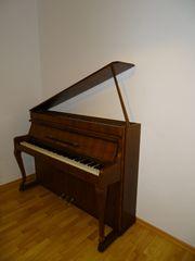 Klavier der Marke Weinbach