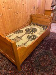Antikes Weichholzbett